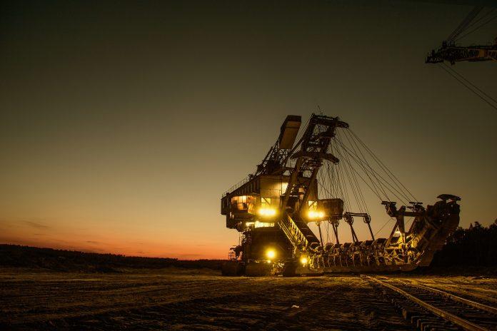 Bergbau bei Nacht